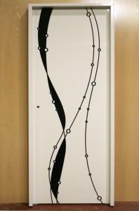Puerta lacada alto brillo decorada con impresión digital. Fabricada por Puertas Miansa