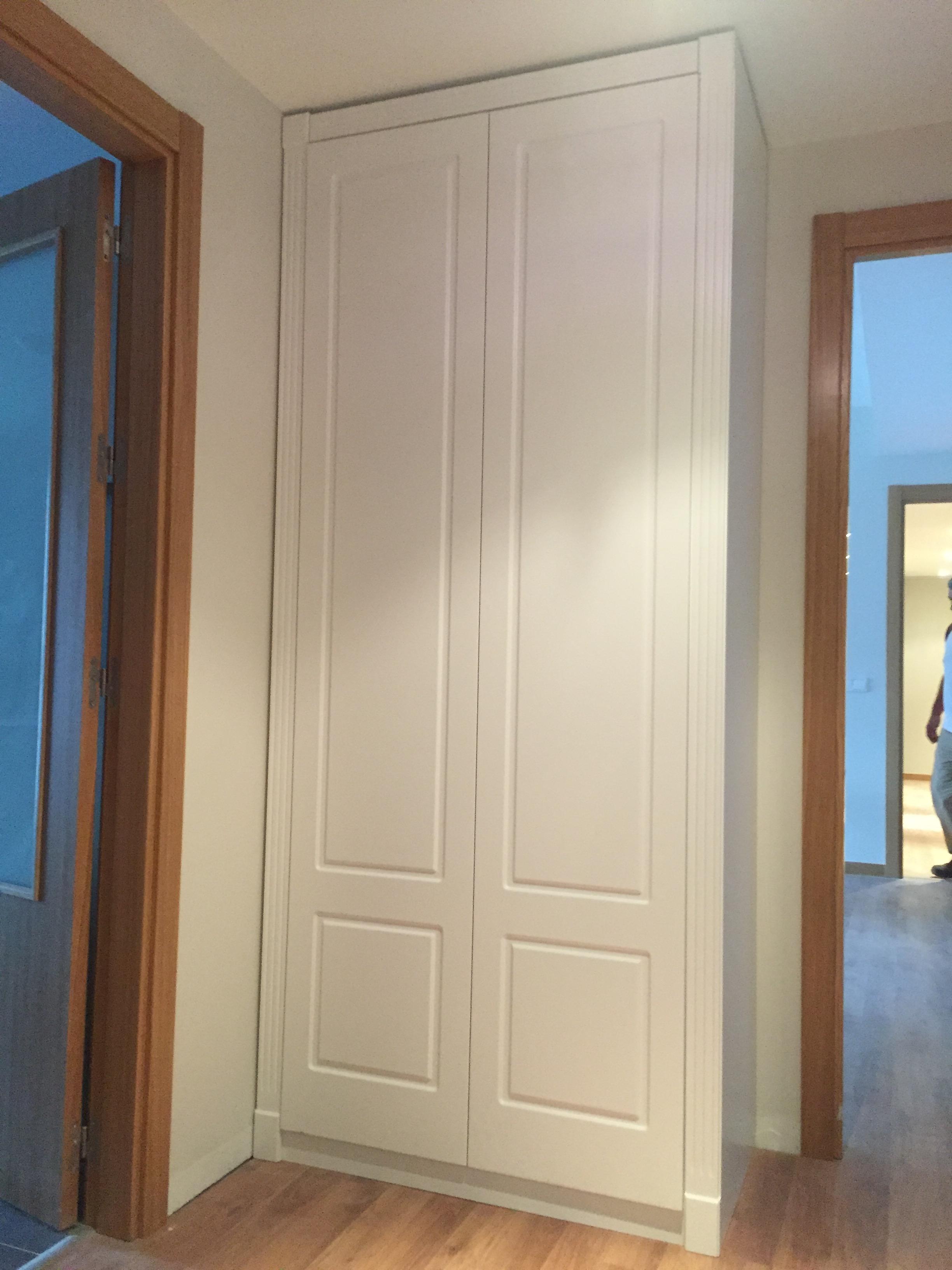 Armario lacado decoraci n puertas miansa - Armarios para entradas ...