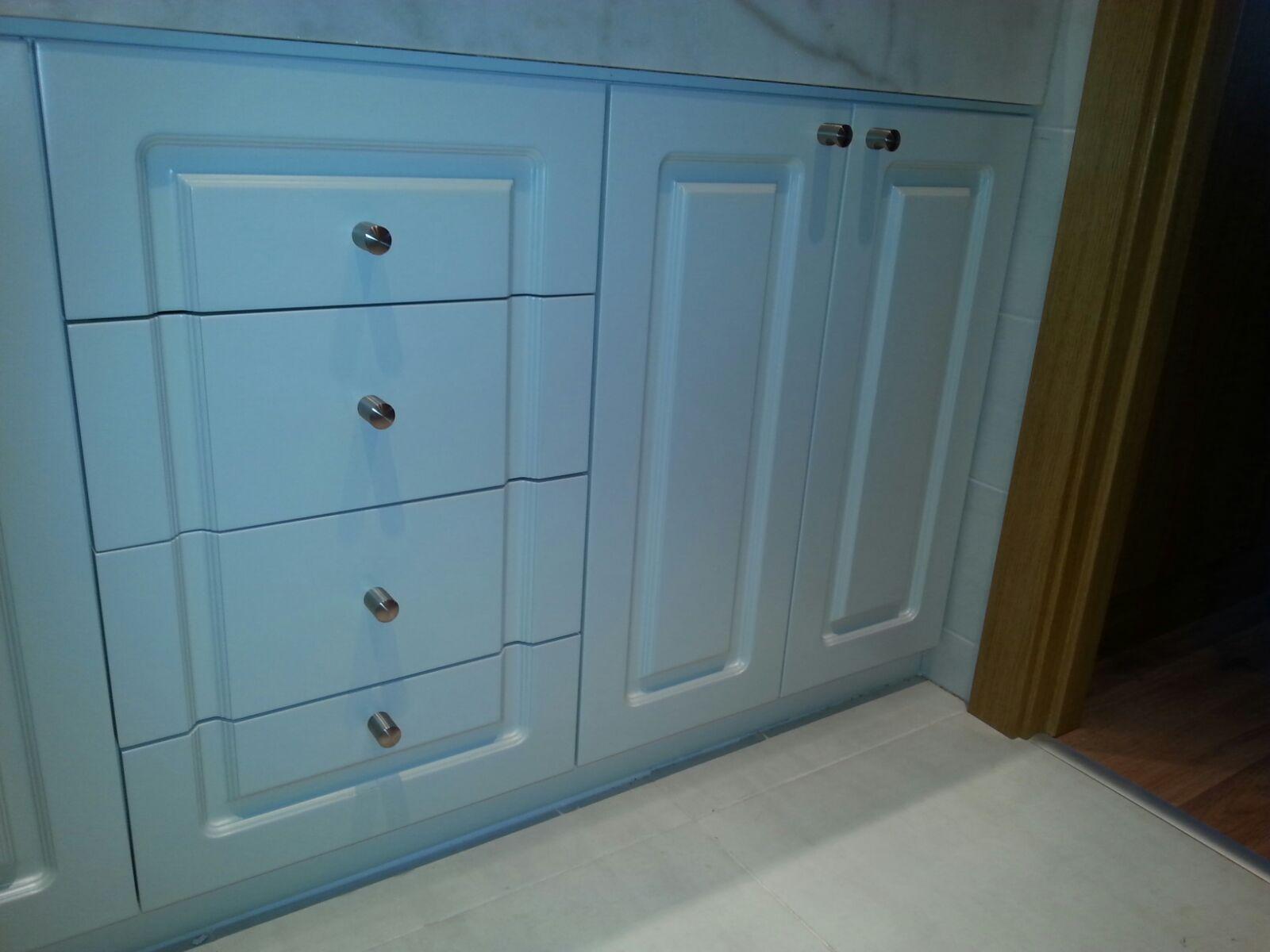 Puertas De Baño A Medida:Muebles de baño a medida lacados en Puertas Miansa