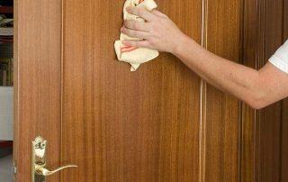Limpieza de puertas lacadas